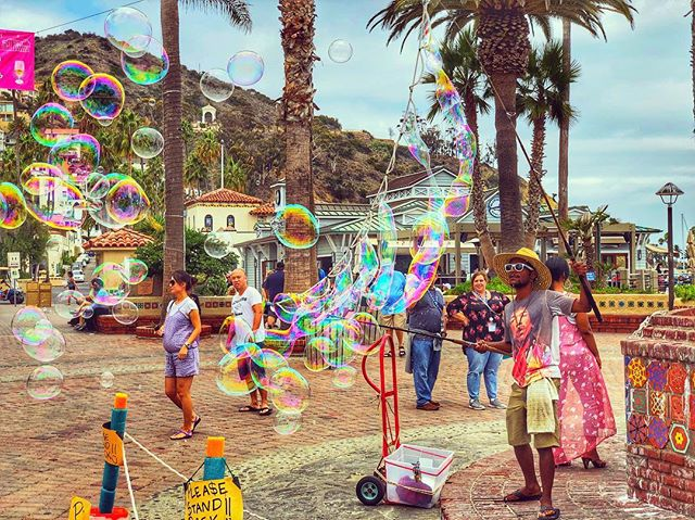 Tiny bubbles. #avalon #street #entertainment #carnival