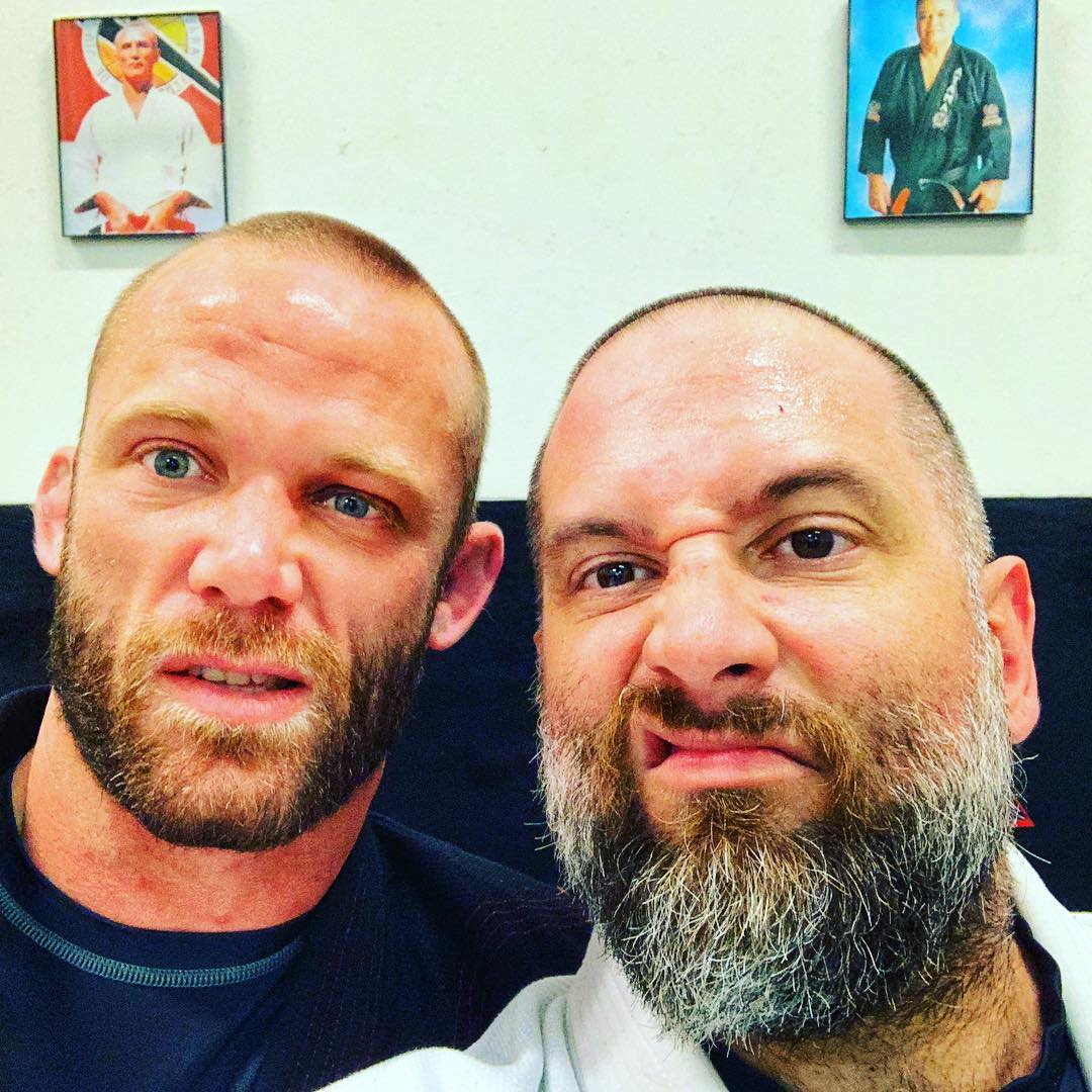 We didn't get chicken wings tonight. What we got was an awesome night on that mat with Professor @hingerbjj at @carlsongraciemenifee. Bitchin as always, Professor! A big thanks to @kway00 as well!